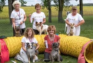 5 in the Hive: Ilonka & Bee, Lynda & Raine, Robin & Kenzie, JoAnne & Token, Lorraine & Jersey
